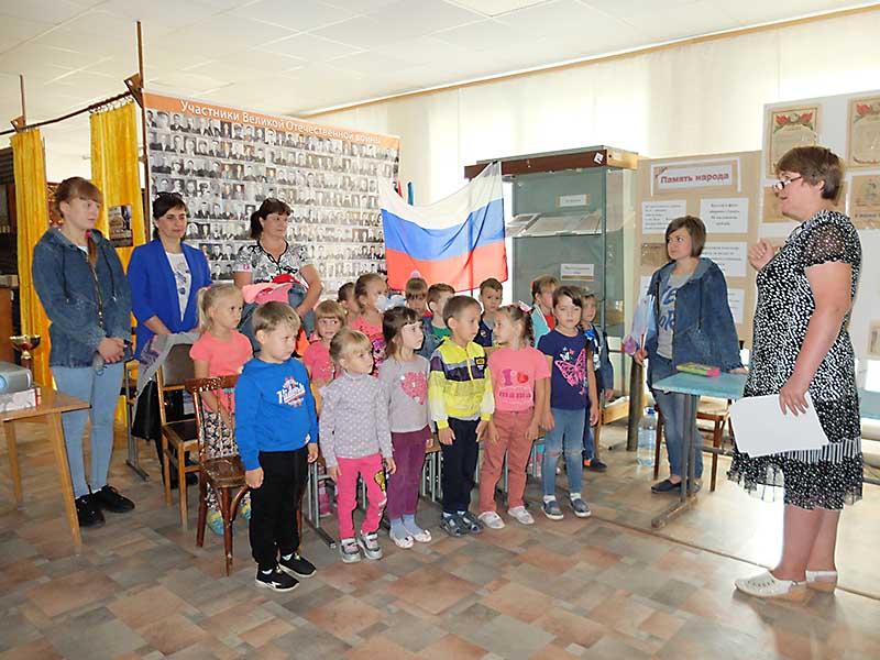 Детсадовцы села Советского познакомились  с главными символами страны